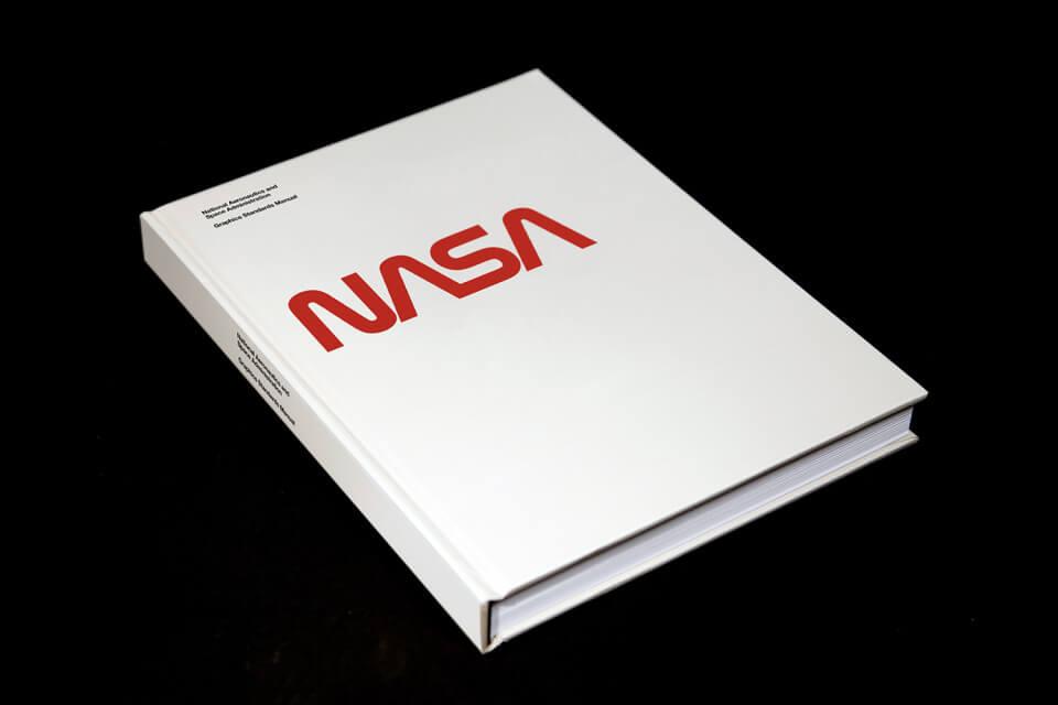 nasa-graphics-standard-manual-09-960x640 (1)